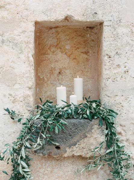 decorazione-con-rami-olivo-e-candele