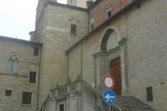 Cattedrale ingresso laterale portale gotico